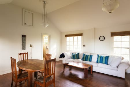 Pigeon Bank Country Cottage - Kangaroo Ground - Bungalou