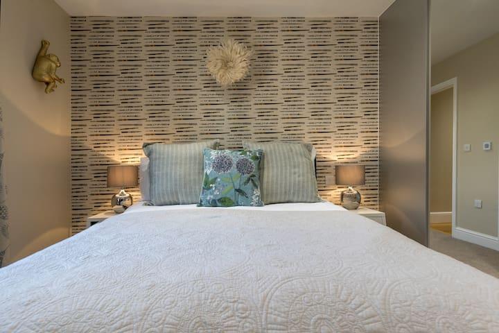 Stylish & modern 2 bed apartment on North Street