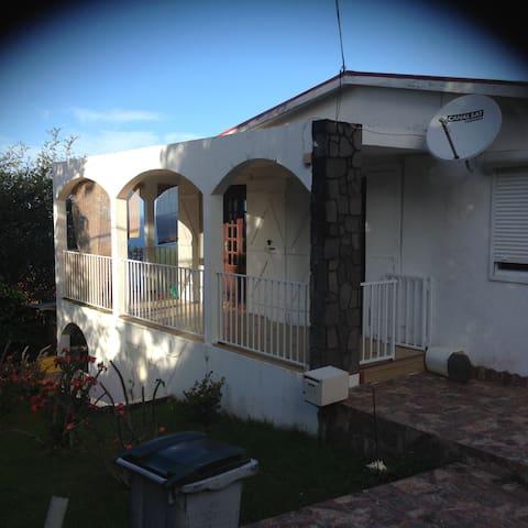 Propose une 2ème chambre en colocation - Vieux Fort - Casa