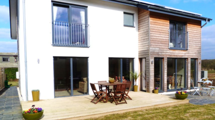 Amazing Modern Home located 2 minutes from beach - Cornwall - Haus