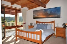 Main bedroom - ensuite and outdoor hot shower.