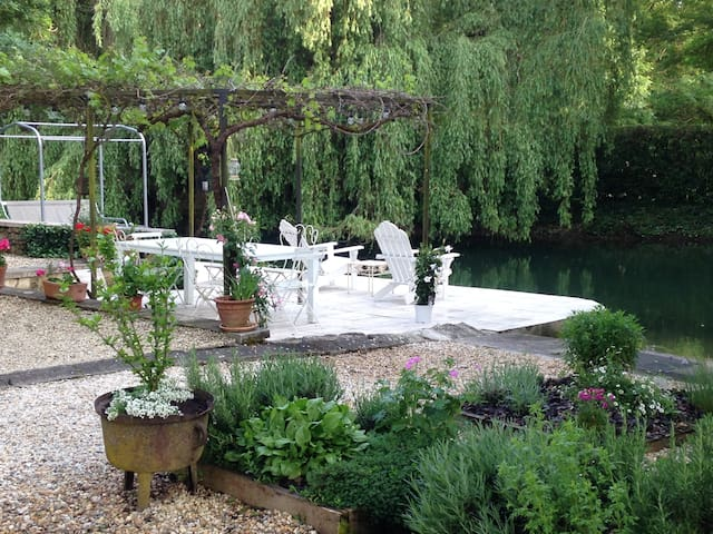 Romantic cottage on the Charente River