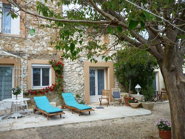 Agréable maison provençale et son jardin ombragé - Vedène - บ้าน