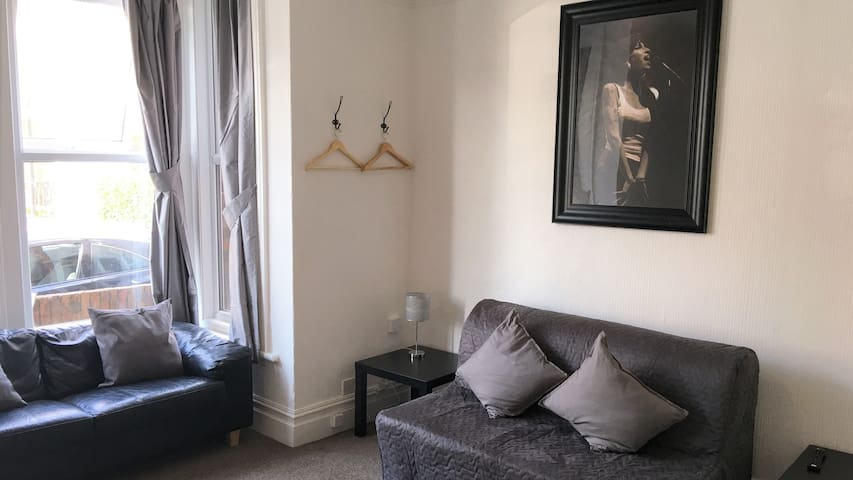 City Center Bright & Spacious Apartment with WIFI