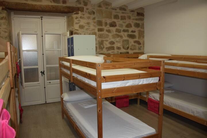 Cama en habitación compartida de 10 plazas - Valderrobres - Dormitorio compartido