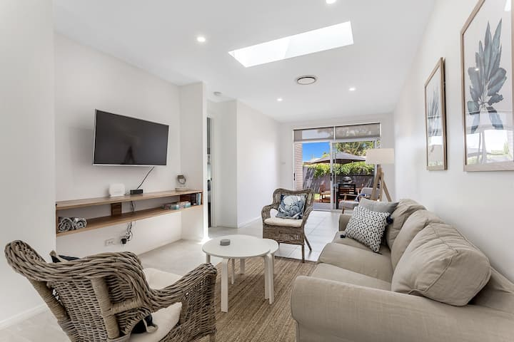 Bright Modern Family Villa near beach Dogs welcome