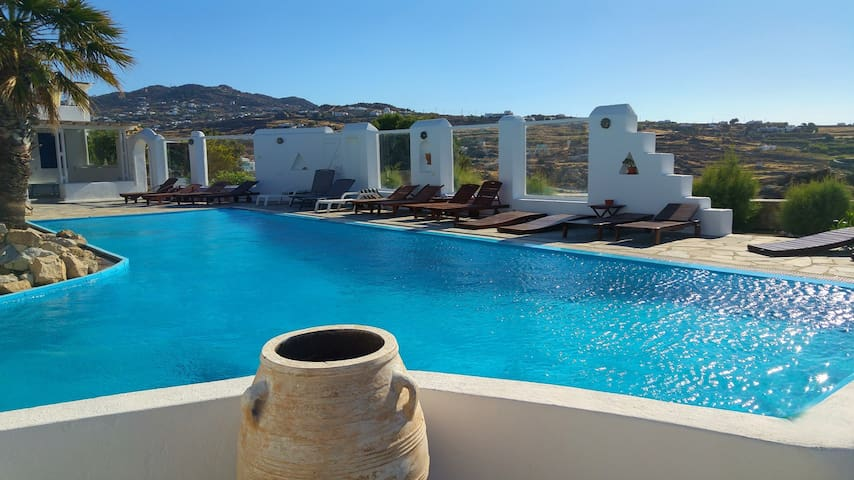 Mykonian House With Pool/ Near Scorpios & Paradise