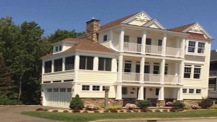 Luxurious Summer House