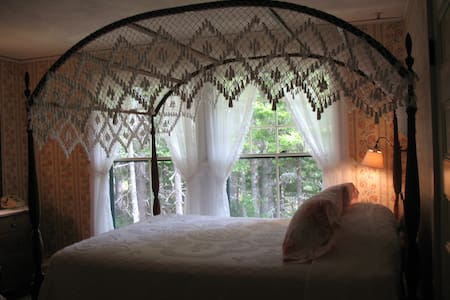 Canopy In The Trees - Mount Desert - Bed & Breakfast