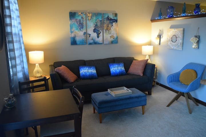 Private, cozy  suite with easy access to downtown.