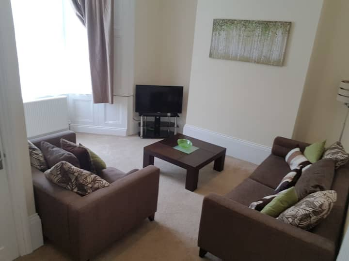 Central Stockton 8 beds Free WIFI & Parking