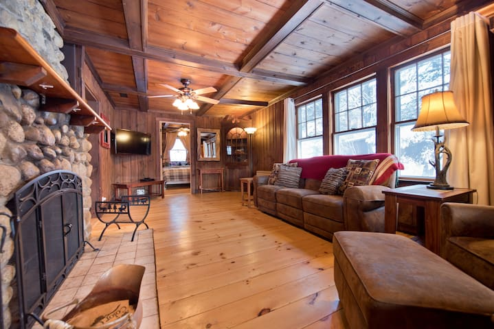Lil' Red Cabin - 5 Miles from Bretton Woods!