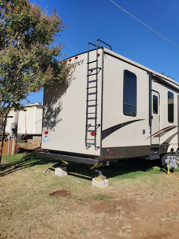 40 ft 2017 travel trailer