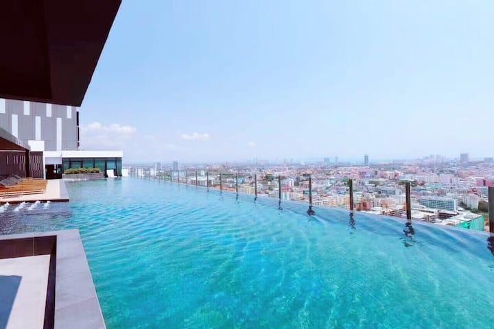 芭提雅繁华地段,市中心,海边高级酒店式公寓。