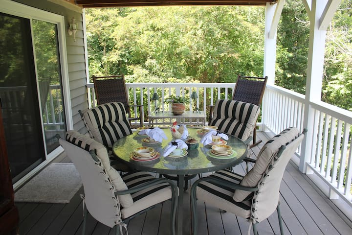 Outside dining on the covered 2nd level deck
