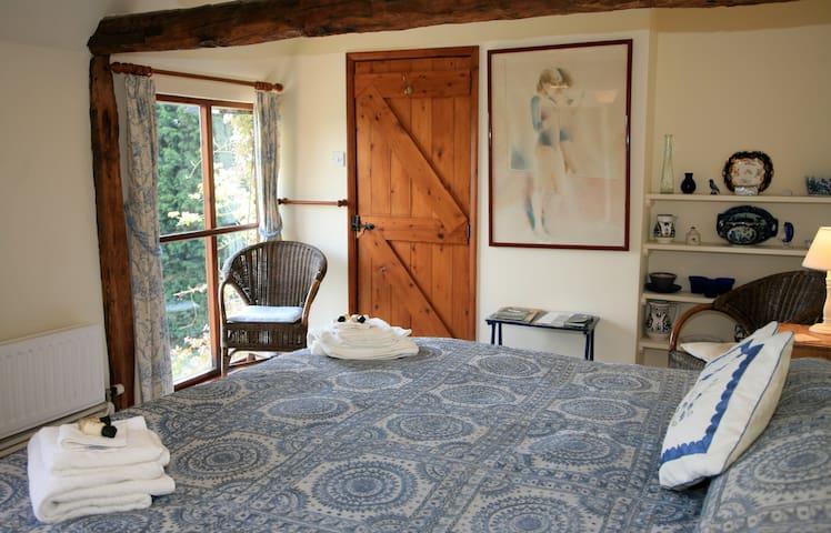 Ghillies room overlooks the deer park, xlarge bed - Biddenden