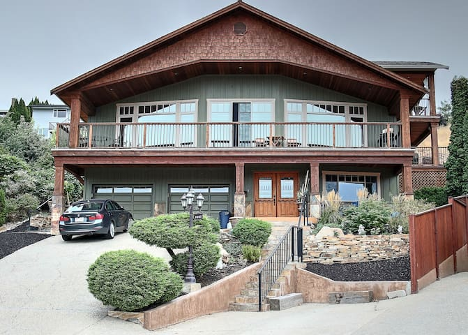Executive Home - Kalamalka Lake Beach 3 Min Walk