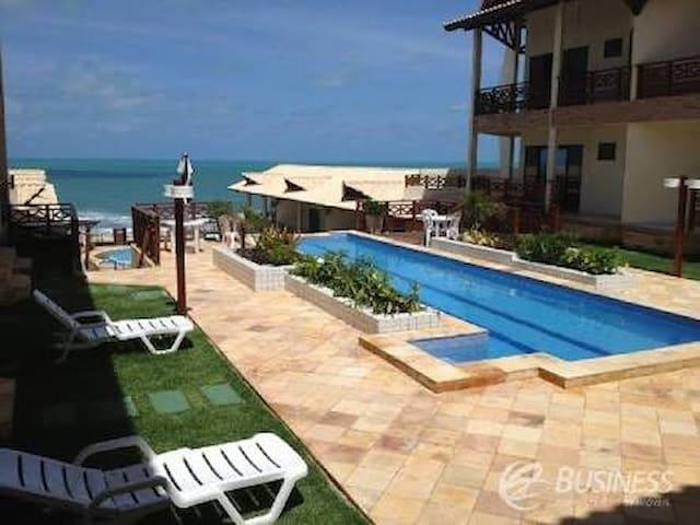 The Foutains, Apartamento pé na areia