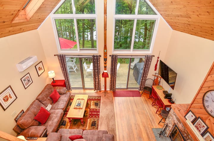 Lakefront pup-friendly home on Deep Creek Lake!