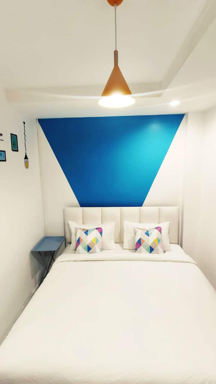 50% discount stay 1 month above kingbed  + netflix