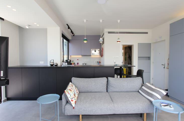 Boutique, architect designed, 1-bedroom apartment tastefully furnished.