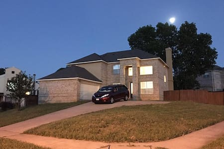Cozy private bedroom&bathroom near DFW airport! - Irving - Maison