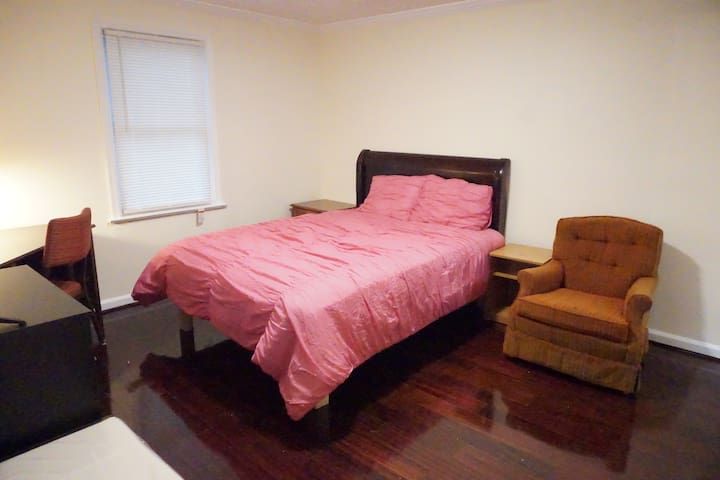 Bedroom#1 with private Bath nearby Metro