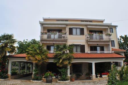 Haus Liliana  / One-Bedroom Apartment Liliana 3 with Balcony