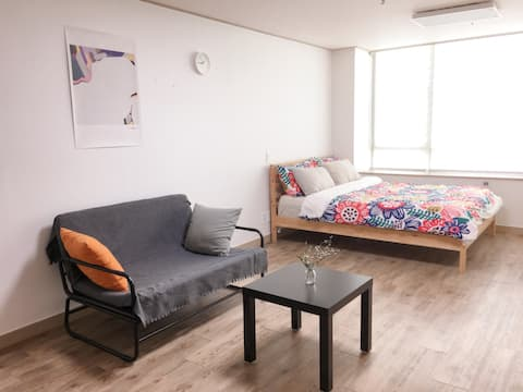 Large and Comfy Flat by Lake park in Yong-in