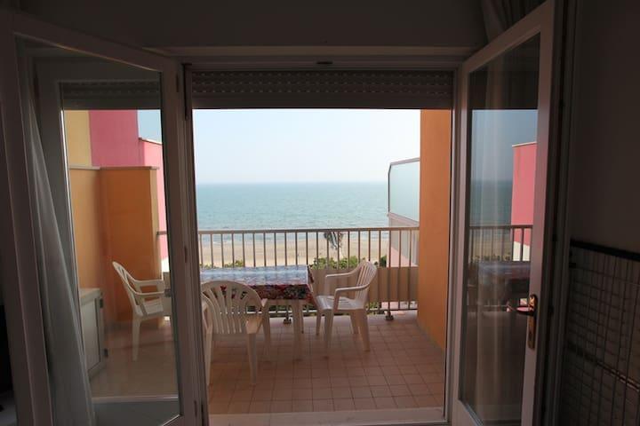 Appartamento vista mare a Porto Santa Margherita - Porto Santa Margherita - Byt