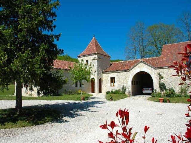 Domaine La Cabane, 3 vakantiehuizen met zwembad - Dégagnac - Chalet