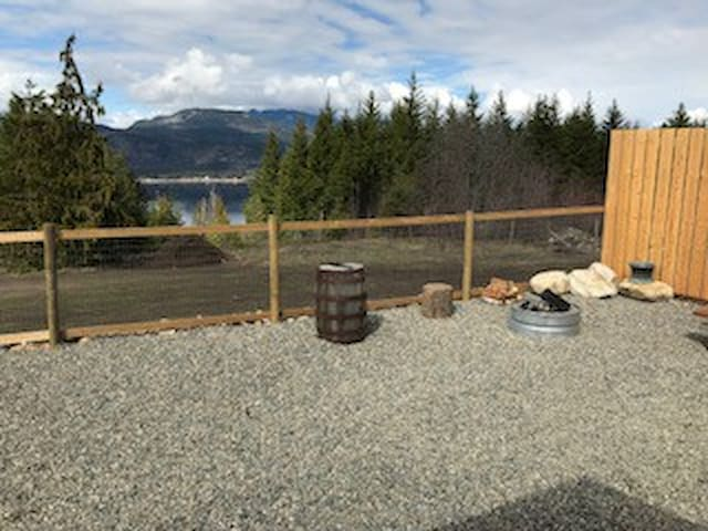 Lake view, fire pit and sitting area