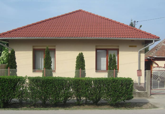 Comfortable village house nearby Budapest - Ercsi - Casa