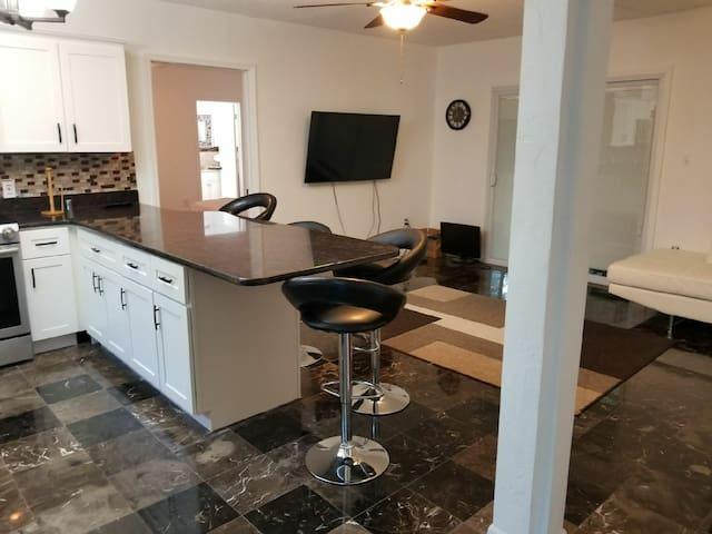 Fully Renovated Modern Guesthouse near Orlando