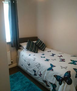 Single room only & parking space - Blackpool - Hus