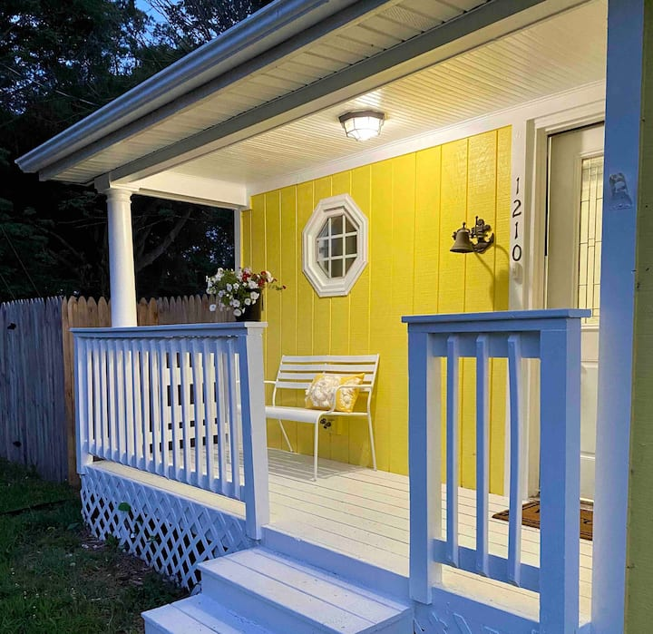 Sunny Place Cottage- Clean and Comfortable!