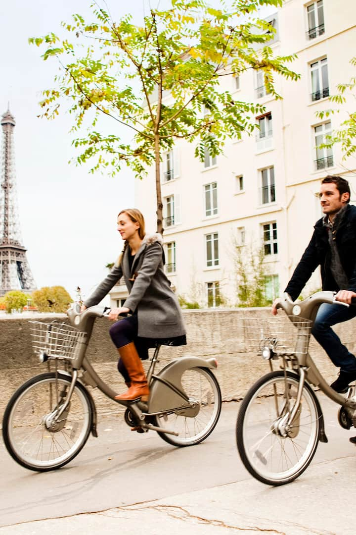 Ride like + with locals in love w/ Paris