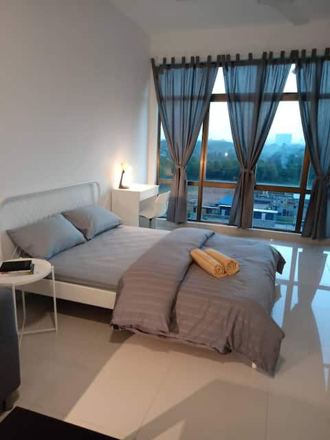 Cozy Studio for 2 [Near Ikea, Toppen, Aeon]