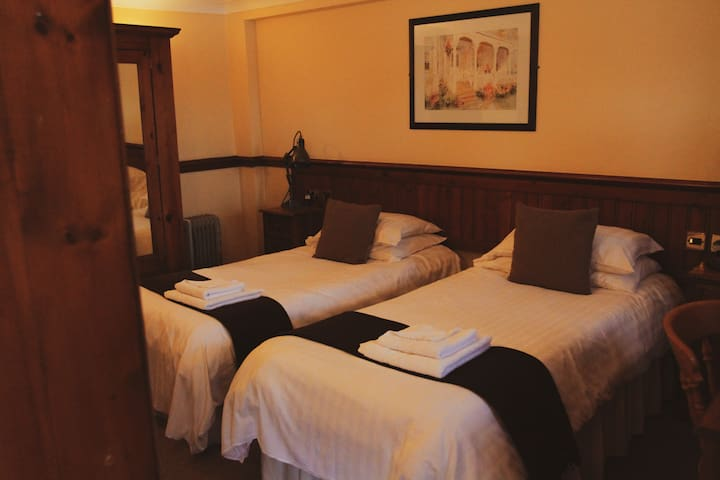 Twin Room with En Suite at The Coachman
