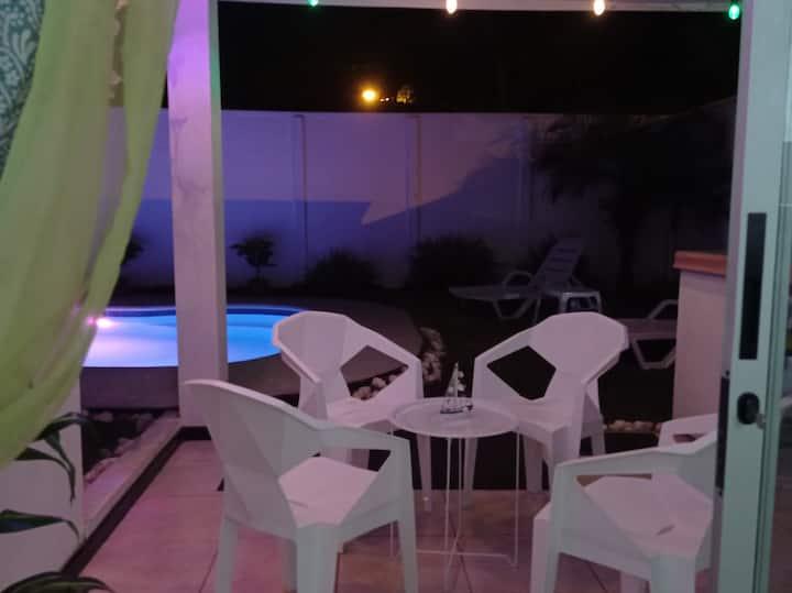 Casa de playa con piscina privada en condominio