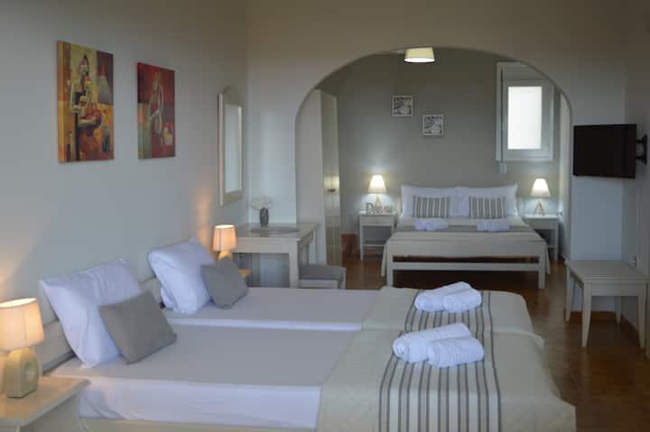 Quad Room, Sofia Kalyves