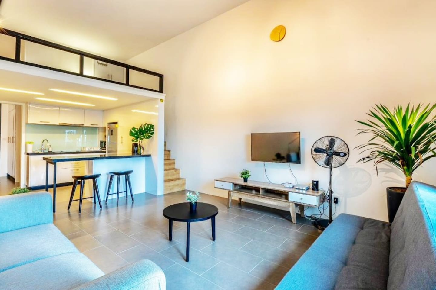 Fully furnished Studio Suite with all the modern Condominium facilities. Linked by a covered roof bridge to the Bangsar LRT Station (Kelana Jaya Line).