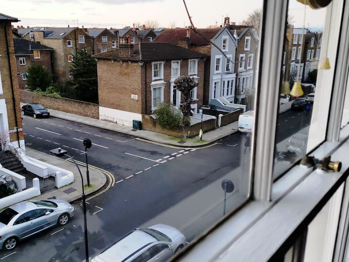 Top Floor single room Hammersmith/Shepherd's Bush