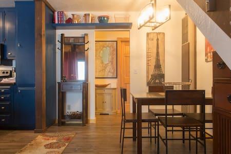 The Bear's Den Chalet-Deck, A/C, Amenities & Style