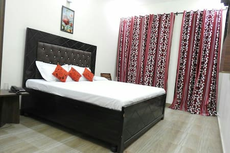 Fully furnished Rooms with WiFi BNB - Zirakpur