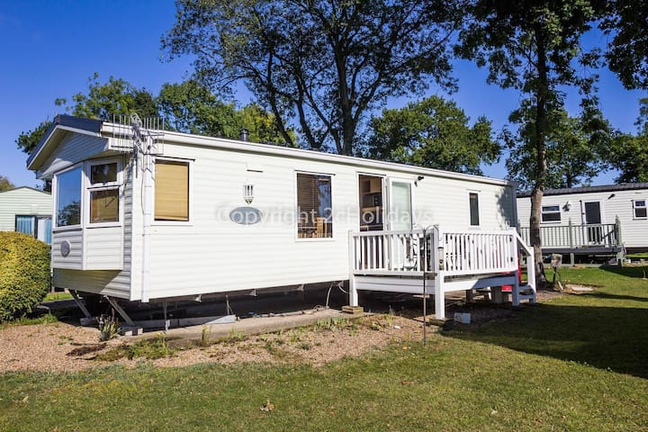 Dog friendly luxury holiday home at Carlton Meres holiday park ref 60045M