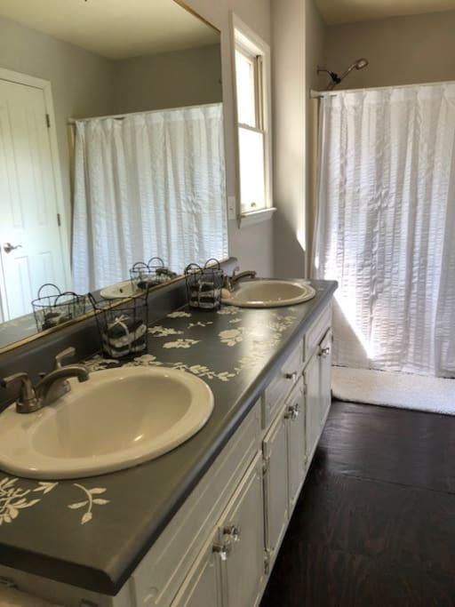 En suite bath -private to guest