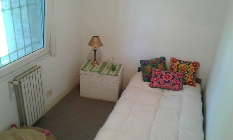Habitación individual con baño privado. - Manuel Alberti - Casa