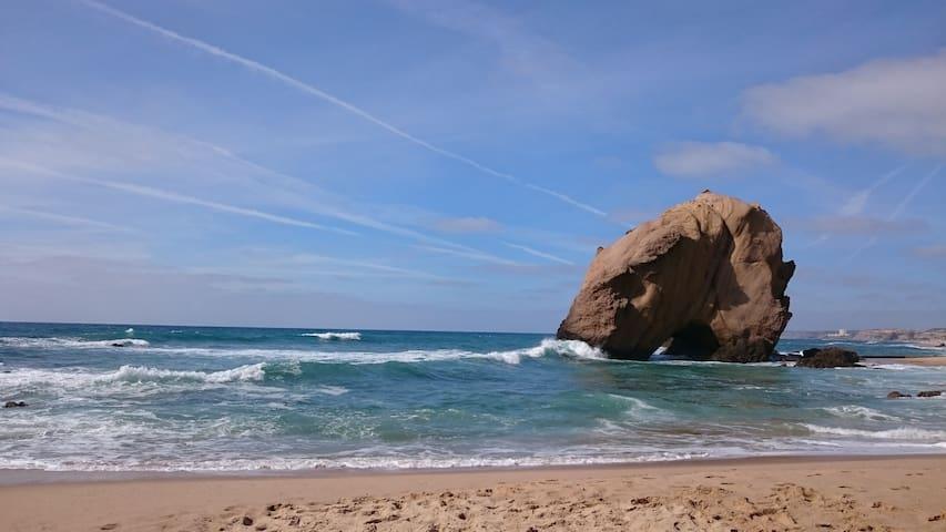 dans une petite village à 4 km de la plage - Casal da Junqueira - บ้าน