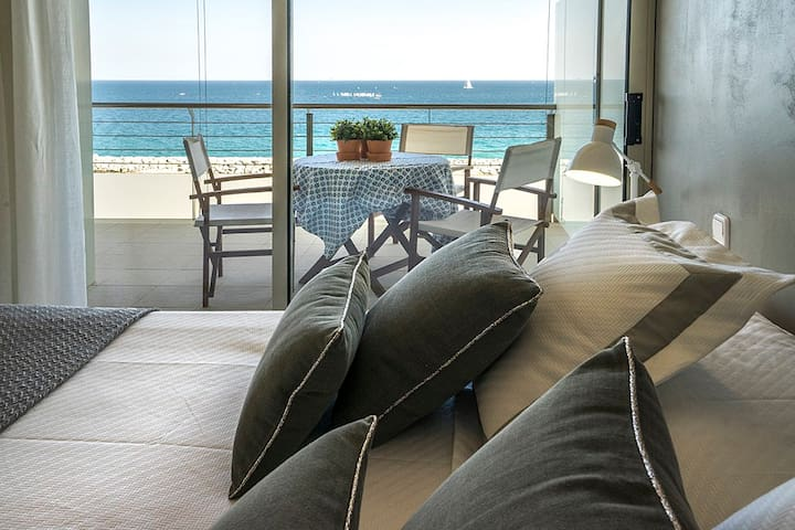 EXCLUSIVE APARTMENT ON THE BEACH